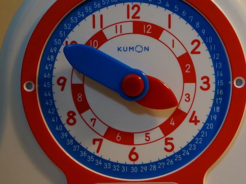 時計の読み方を学ぶ